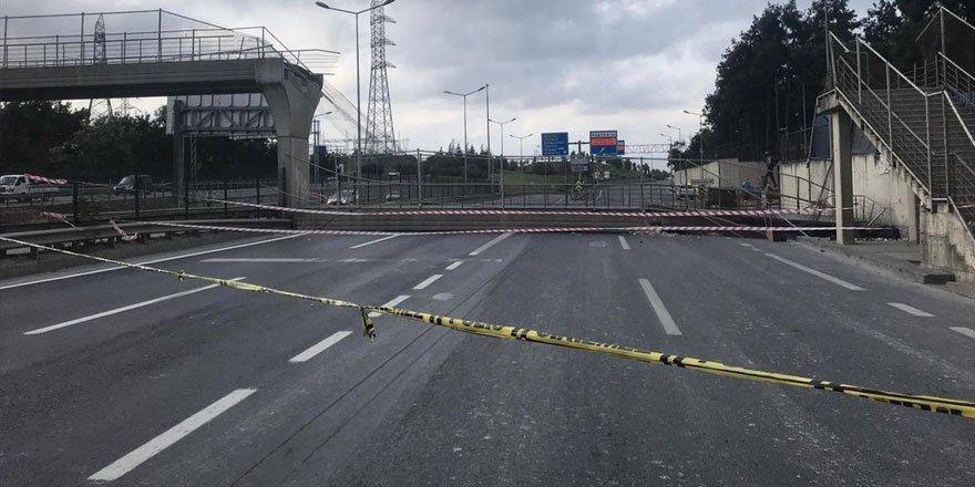 Eyüpsultan'da Hasdal-Kemerburgaz yolunda üst geçit çöktü