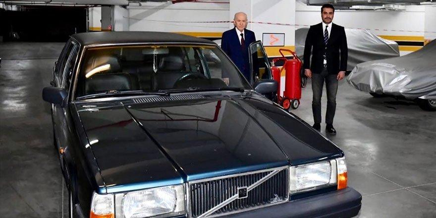 MHP Genel Başkanı Bahçeli, BJK plakalı aracını hediye etti!