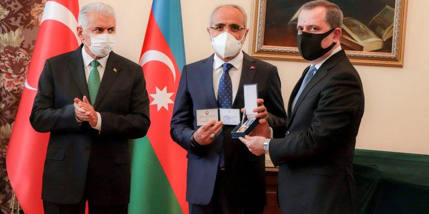 Cumhurbaşkanı Başdanışmanı Yalçın Topçu'ya Azerbaycan Cumhuriyeti Hatıra Madalyası takdim edildi!