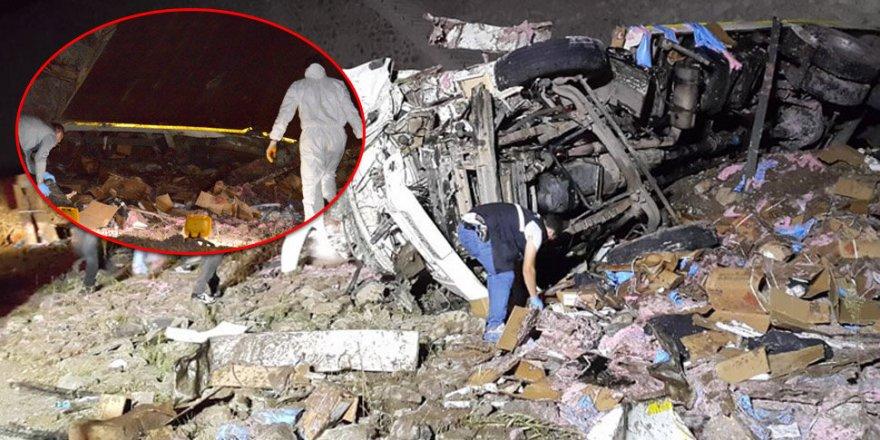 Erzurum'da feci kaza! 4 ton dinamit yola saçıldı