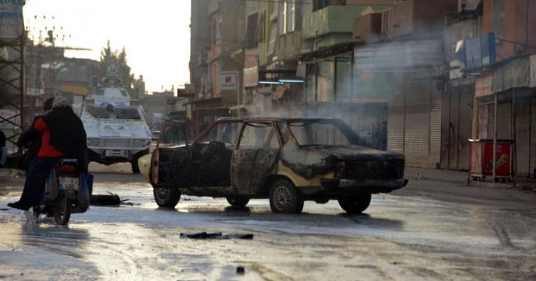 Adana'da korsan gösteride 2 yaralı