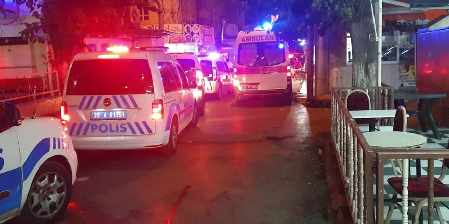 İzmir'de husumetliler arasında silahlı kavga: 1 ölü, 3 yaralı