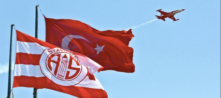 'Türk Yıldızları' Antalya'da prova yaptı