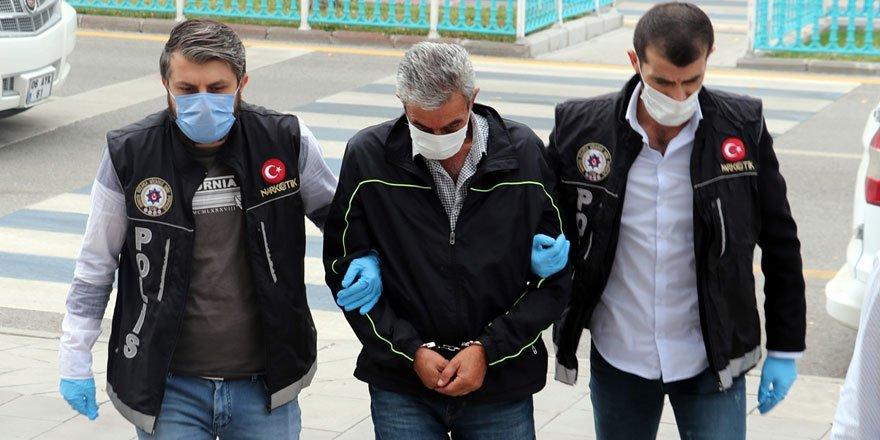 Aracında 61 kilo eroin bulunan emekli polis tutuklandı!