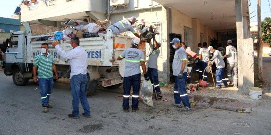 Adana'da bir evden 11 kamyon çöp çıktı!
