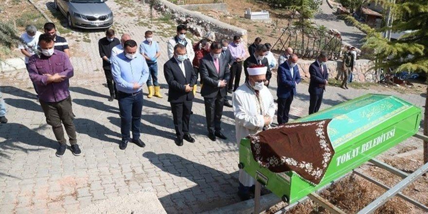 Tokat'ta vefat eden kimsesiz kadının cenaze namazını protokol kıldı!