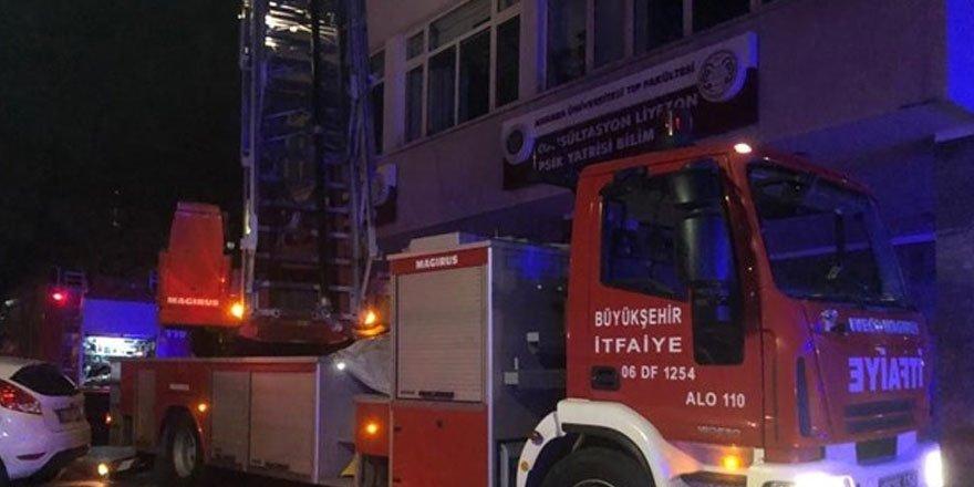 Hastane odasında yangın çıkaran psikiyatri hastası hayatını kaybetti