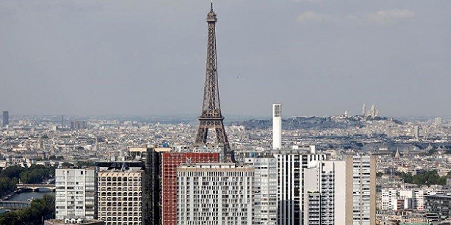 Paris'te ses bariyerini aşan uçak sonik patlamaya neden oldu!