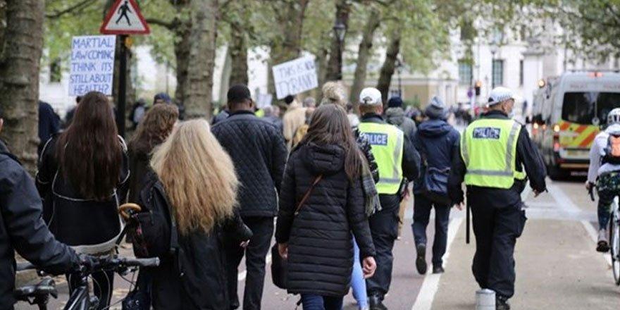 Londra'da koronavirüs kısıtlamaları sıklaştırılıyor! Yasaklar geri döndü