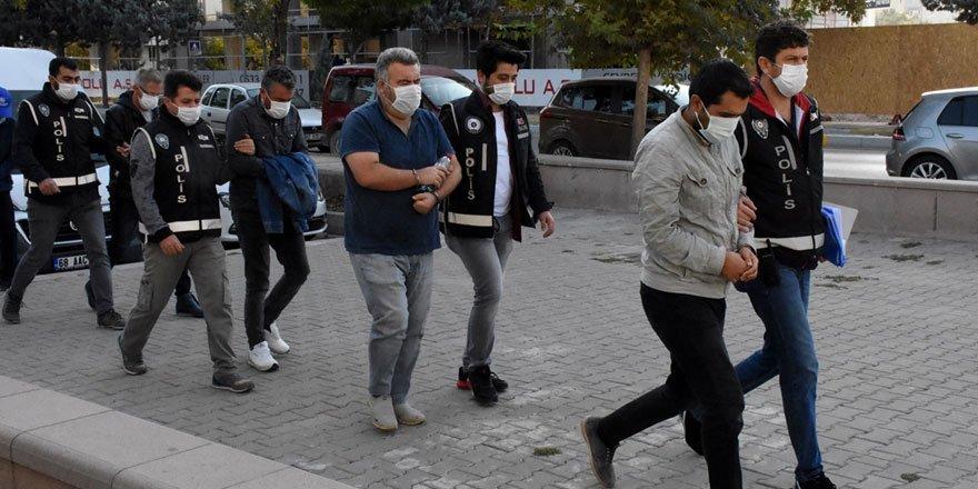 FETÖ operasyonunda gözaltına alınan 17 şüpheli adliyeye sevk edildi