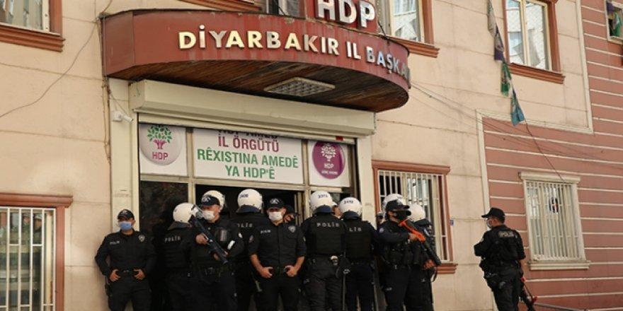 Diyarbakır'da HDP il başkanı ve ilçe başkanları gözaltına alındı!