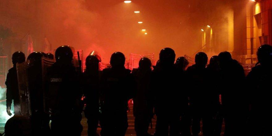 İtalya'da 'korona' infiali! Yasaklar geri geldi, polis ile halk çatıştı