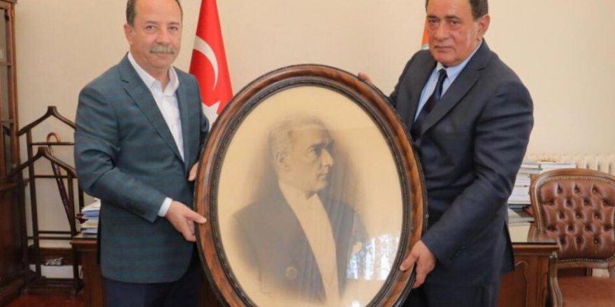 Çakıcı'dan Edirne Belediye Başkanına ziyaret! Resmin aslını hediye etti
