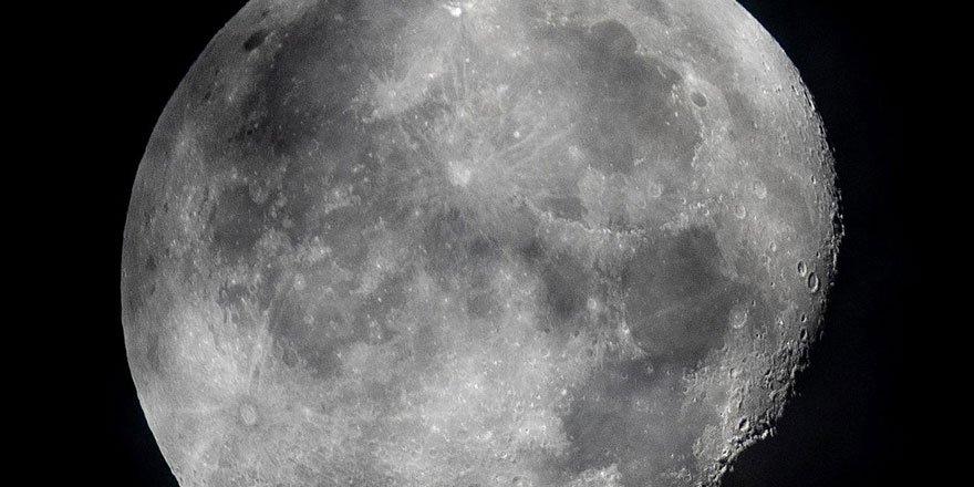 NASA Ay'ın yüzeyinde su bulunduğunu duyurdu!