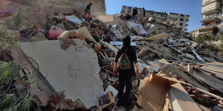 İzmir'de şiddetli deprem! Ege ve Marmara bölgesinden hissedildi