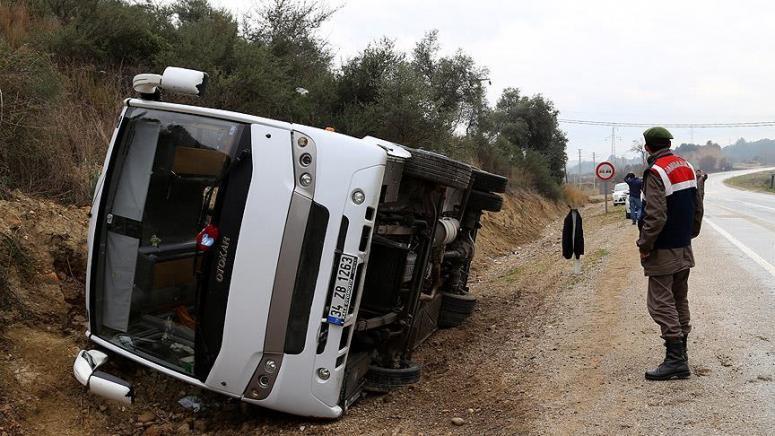 Sporcuları taşıyan Midibüs devrildi: 20 yaralı