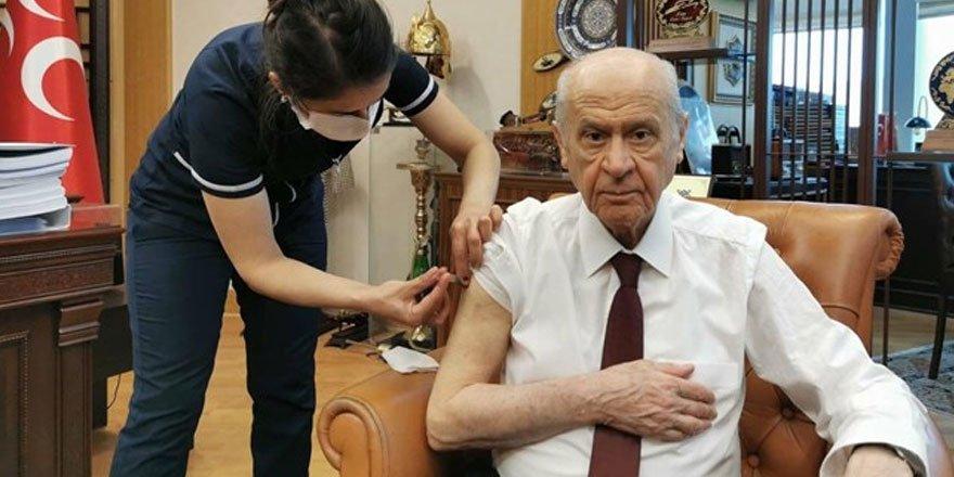 MHP lideri Bahçeli korona virüs aşısı oldu!