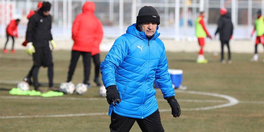 Sivasspor Teknik Direktörü Çalımbay, Fenerbahçe karşısında takımına güveniyor!