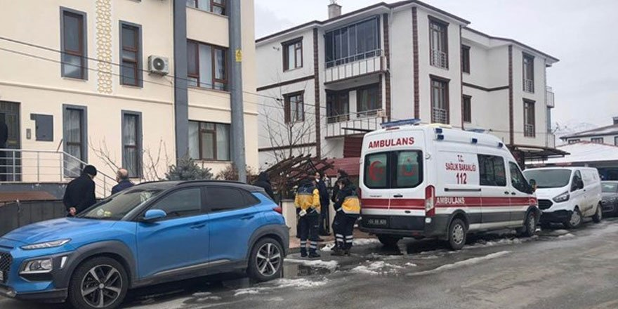 Polis memuru ve öğretmen eşi evde ölü bulundu