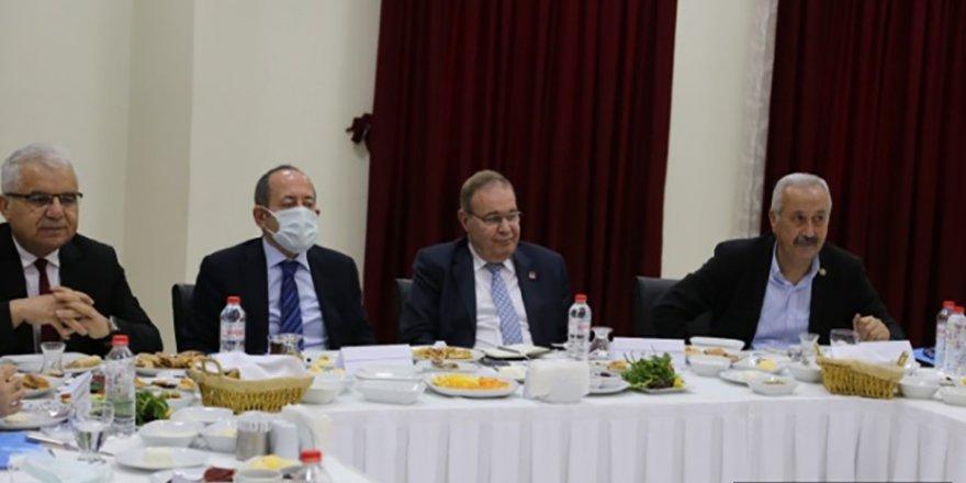CHP Ekonomi Masası Heyeti Nevşehir'de iş dünyası temsilcileriyle buluştu