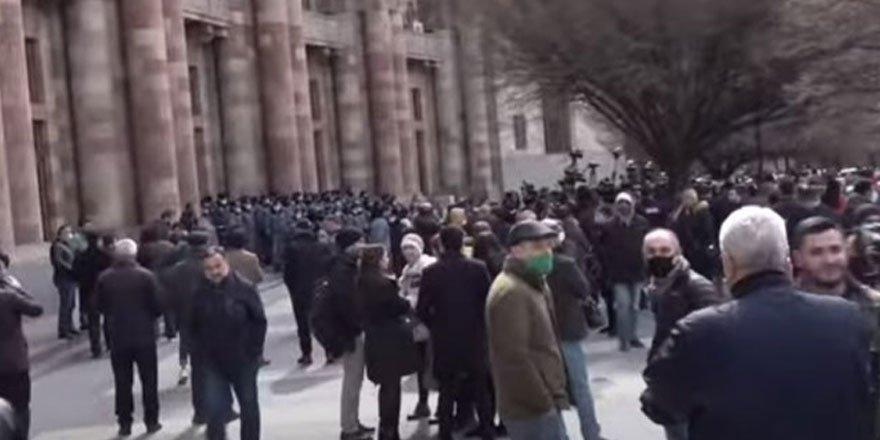 Rusya: Ermenistan'da yaşananlar anayasal çerçevede kalmalı