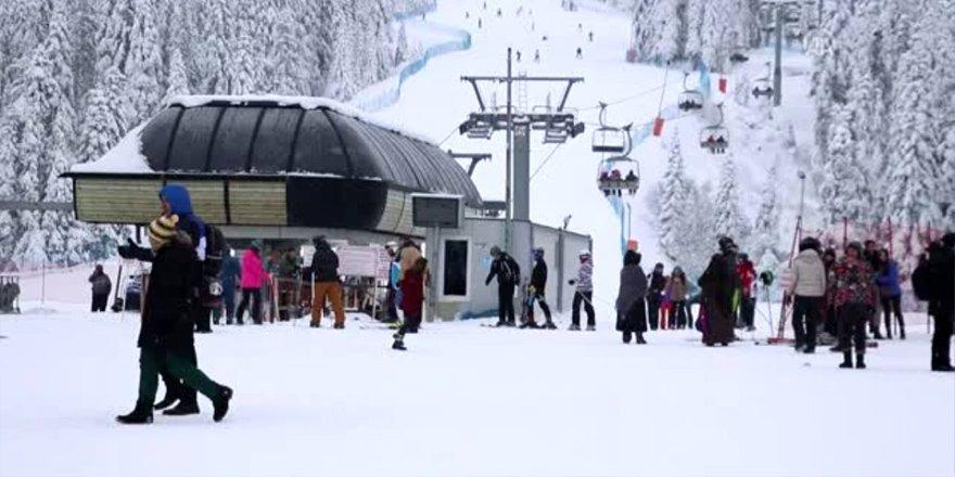 Ilgaz Dağı Kayak Merkezi'nde hafta sonu yoğunluğu