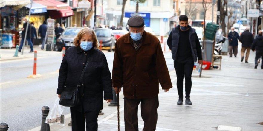 Türkiye'de son 24 saatte 68 kişi KOVİD-19'dan hayatını kaybederken 11 bin 837 kişinin  testi pozitif çıktı