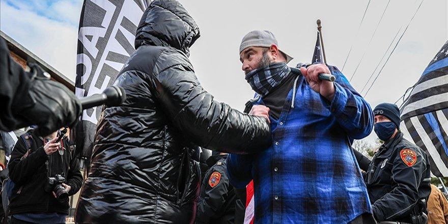 ABD'de Trump destekçisi ve karşıtı gruplar arasında arbede
