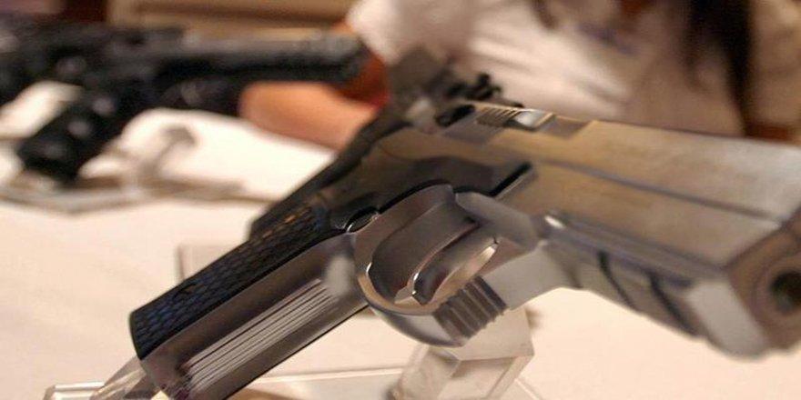 Lübnan'da silah taşıma ruhsatları geçici olarak donduruldu