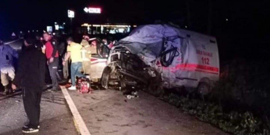 Balıkesir'de kamyon, otomobil ve ambulansın karıştığı kazada 4 kişi öldü
