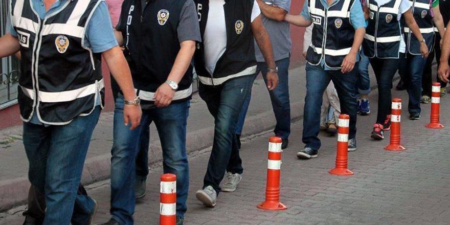 İzmir'de FETÖ'nün TSK yapılanmasına yönelik operasyonlarda 18 ayda 1165 kişi tutuklandı
