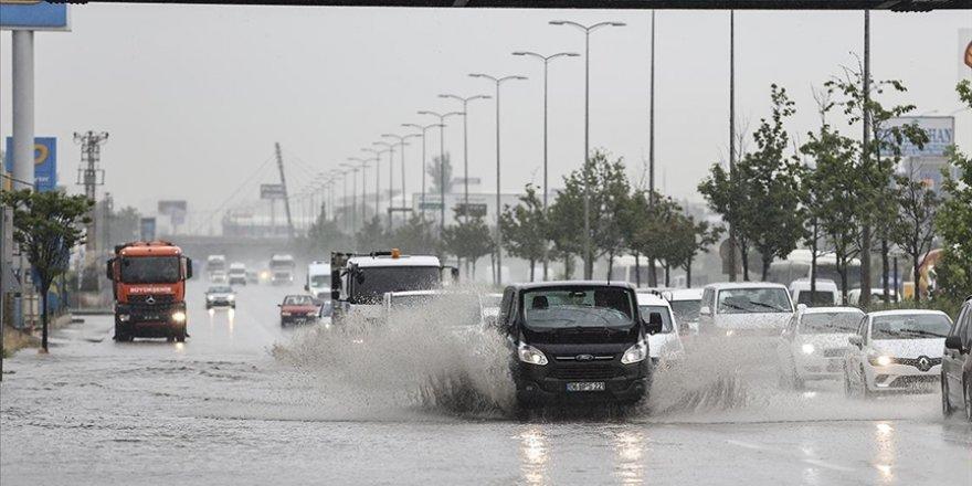 Başkent Ankara sele teslim