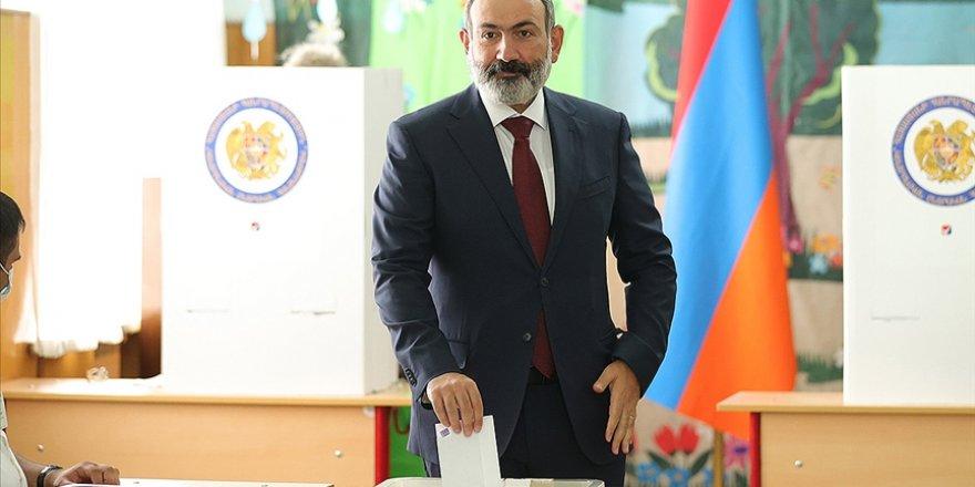 Ermenistan'daki erken seçimin galibi yüzde 53,92 ile Paşinyan oldu
