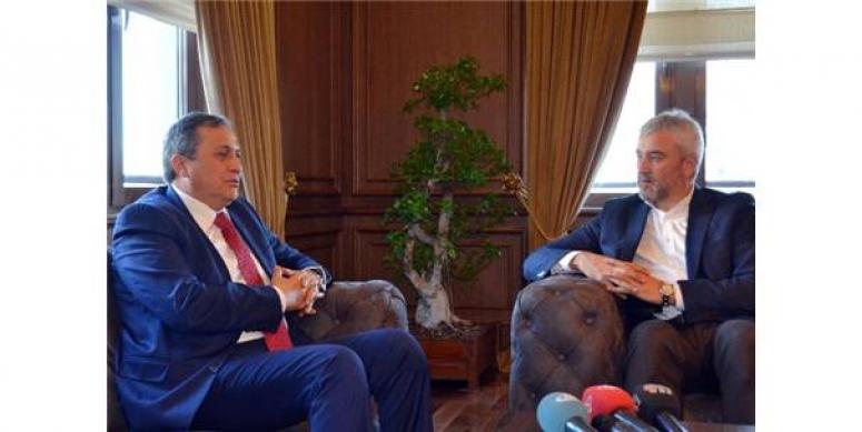 CHP'de 'Atatürk portresi' indirme tartışması