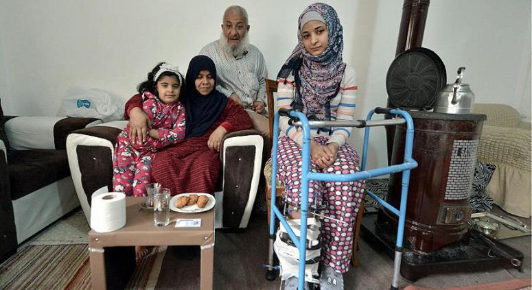 Suriyeli küçük Asiye şimdi daha mutlu