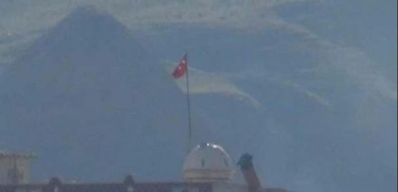 Cizre'de Türk bayrağı çekildi