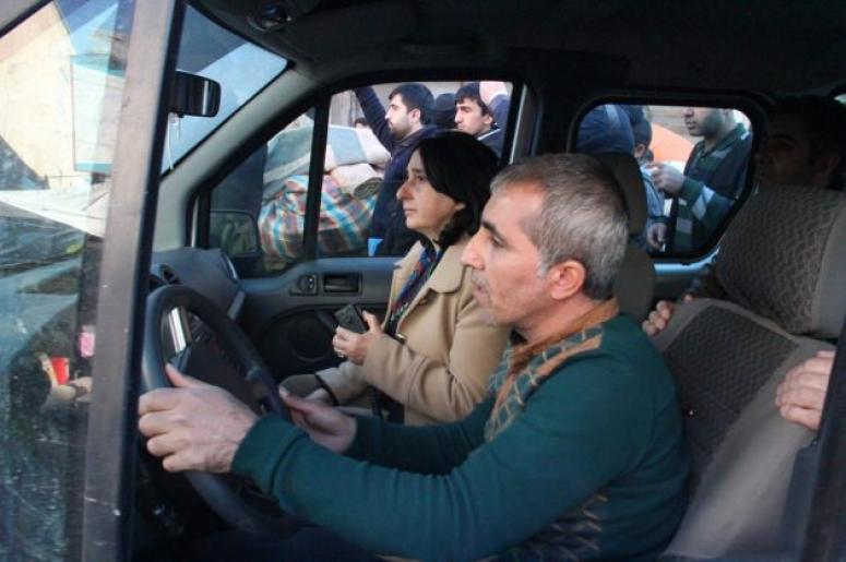 Sur halkından HDP'li vekillere sert tepki!