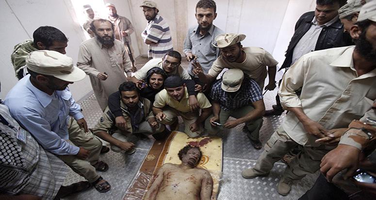 Kaddafi'nin linç edilme görüntüleri