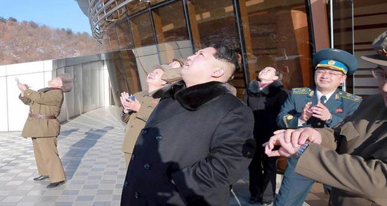 Kuzey Kore uzun menzilli füze ile uzaya uydu fırlattı!
