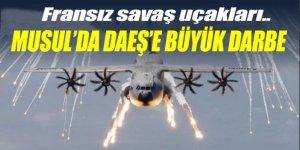 Fransız savaş uçakları DAEŞ'in patlayıcı deposunu vurdu!