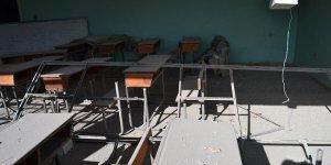 Esed güçleri İdlib'de okulları vurdu