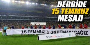Kadıköy'deki derbide 15 Temmuz pankartı