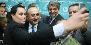 Çavuşoğlu, Türkmenlerle bir araya geldi