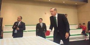 Cumhurbaşkanı, Zeybekçi'yle masa tenisi oynadı