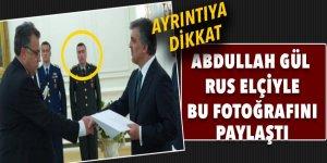 Abdullah Gül'ün Rus elçi ile paylaştığı fotoğraftaki detay şok etti!