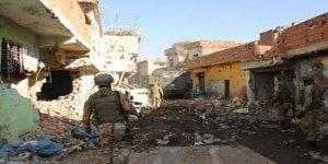 Sur'da 7 askerin bulunduğu bina çöktü; 3 şehit