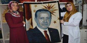 Erdoğan sevgilerini yün halıya dokudular