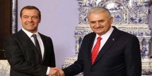 Medvedev'den Başbakan Yıldırım'a kritik telefon