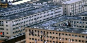 Cezaevine gönderilecek mahkumlar firar etti