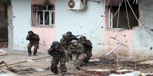 PKK'nın ana karargahı top atışlarıyla yerle bir edildi!